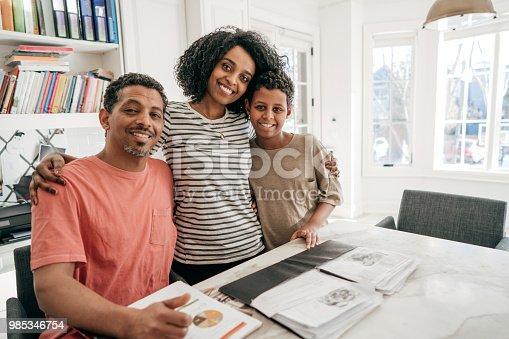 istock Acquiring educational plan 985346754