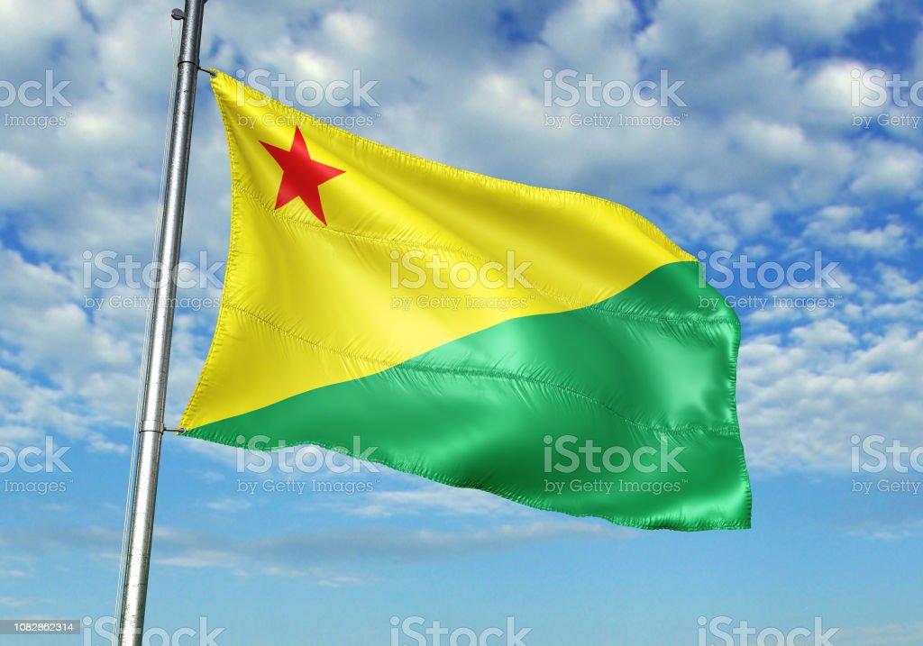 Bandeira de estado do Brasil acre acenando nublado céu fundo - foto de acervo