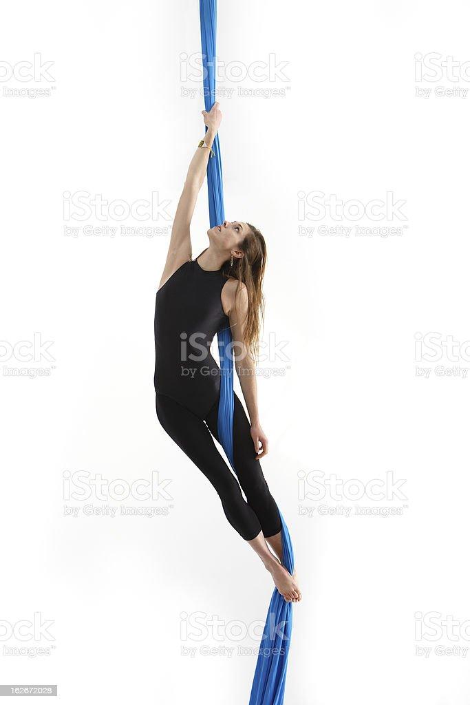 Mujer joven acrobática - foto de stock