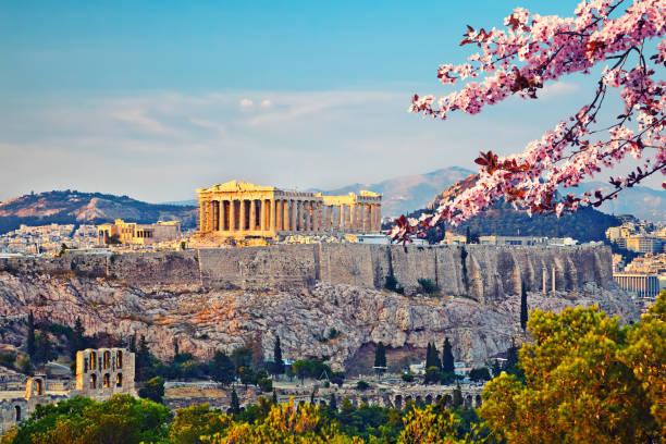 acropole d'athènes au printemps - grece photos et images de collection