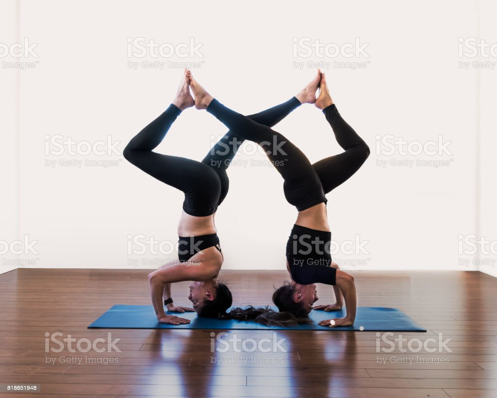 Acroyoga duo : trépied Headstand - Salamba Sirsasana - Photo