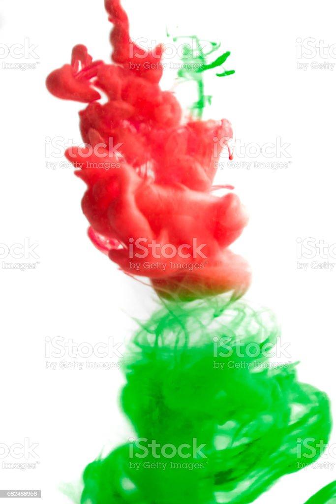 Colores acrílicos y tinta en el agua. Fondo abstracto marco. Aislado en blanco foto de stock libre de derechos