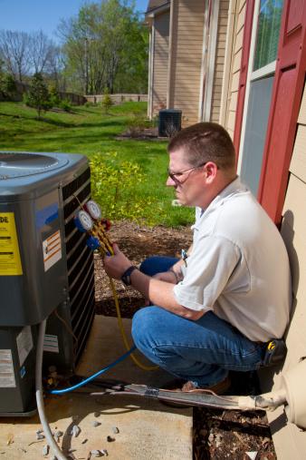 istock Active A/C Repair Tech 151555948