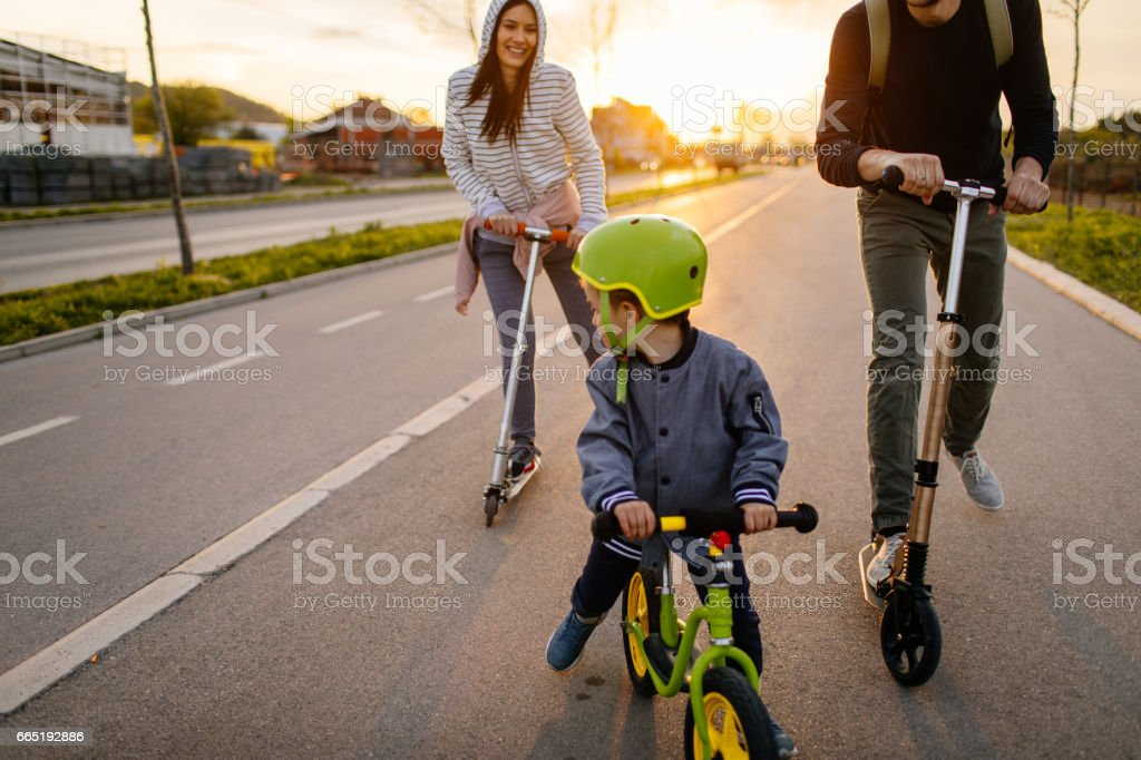 Active family on wheels - foto stock