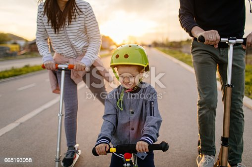 istock Active family on wheels 665193058
