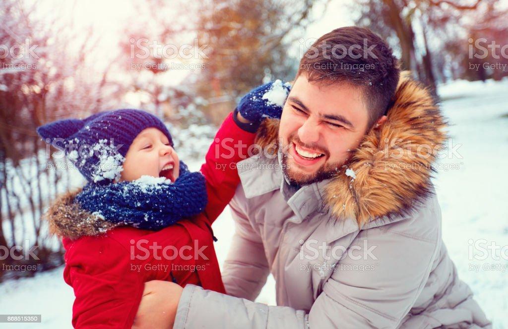 actif père et fils, jeu de boules de neige à winter park - Photo