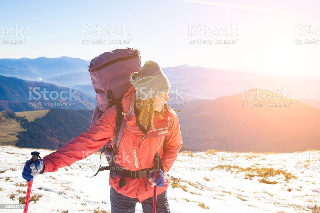 Activo Chica con una mochila. foto de stock libre de derechos