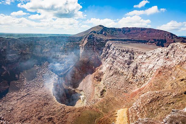 aktive vulkan masaya santiago krater nicaragua - nicaragua stock-fotos und bilder