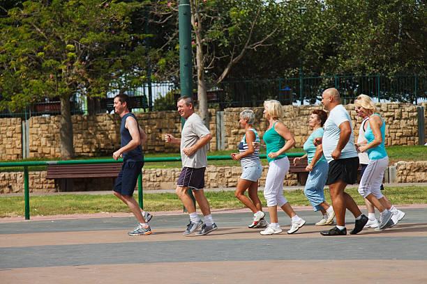 Aktive ältere Menschen Gruppe – Foto