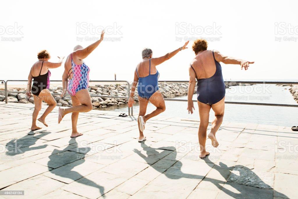 Aktive Senioren im Freien, fitness-Kurse – Foto