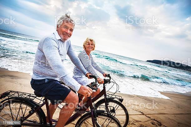 Aktive Senior Stockfoto und mehr Bilder von 60-69 Jahre