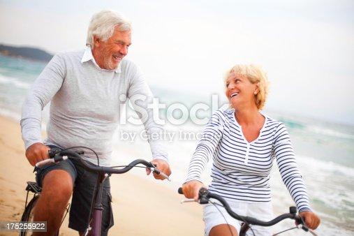 959016450 istock photo Active seniors 175255922