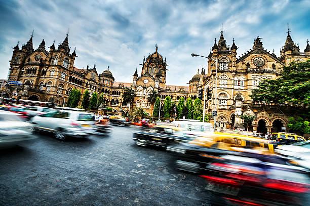 active victoria rail station in mumbai - mumbai stockfoto's en -beelden