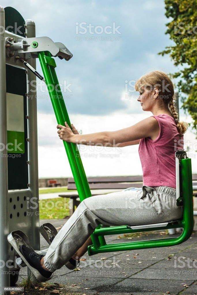 Active woman exercising on leg press outdoor. foto de stock royalty-free