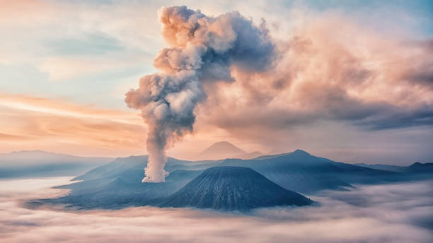 Activity at Mount Bromo in the early morning Sunrise on the Bromo national park volcano stock pictures, royalty-free photos & images