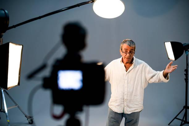 acteur aan de voorzijde van de camera in een auditie - acteur stockfoto's en -beelden
