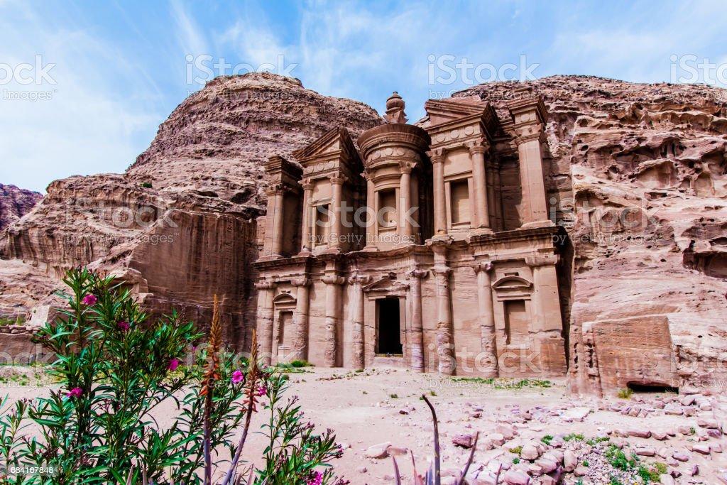 'Ad Deir' The Monastery, in the ancient Jordanian city of Petra royaltyfri bildbanksbilder