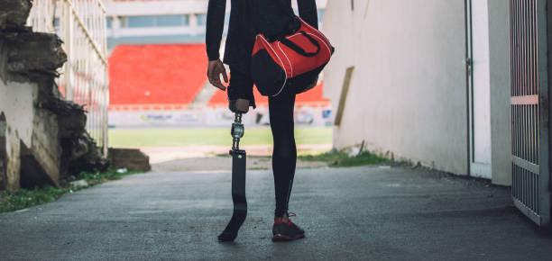 adaptiv idrottsman på stadion - protesutrustning bildbanksfoton och bilder