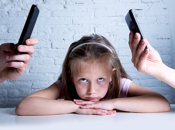 addict mobile phone parents neglecting daughter ignored and bored - kids online abuse stockfoto's en -beelden