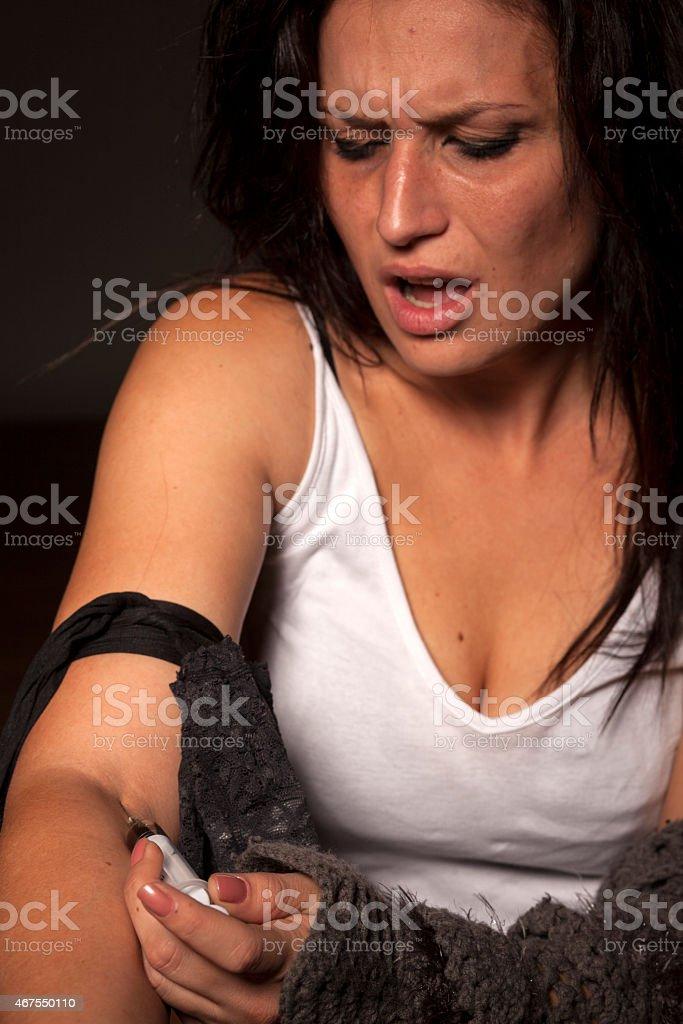 Eine Frau spritzt