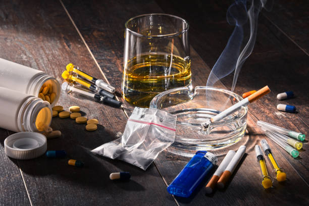 addictive substances, including alcohol, cigarettes and drugs - droghe ricreative foto e immagini stock