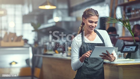 istock Adding a customer survey to her store's website 599867114