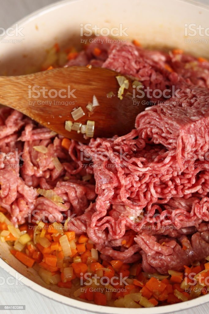 Adding ground meat into frying pan. Making Lasagna Bolognese Series. photo libre de droits