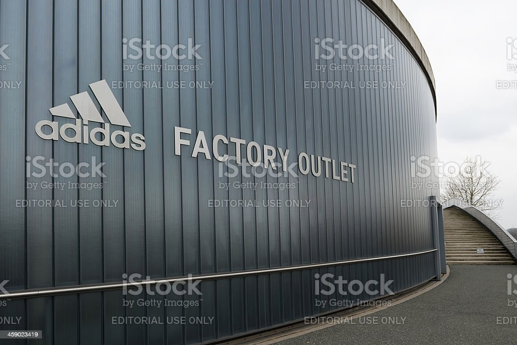 montar vacío Detectable  Adidas Outlet Store Herzogenaurach Stock Photo - Download Image ...