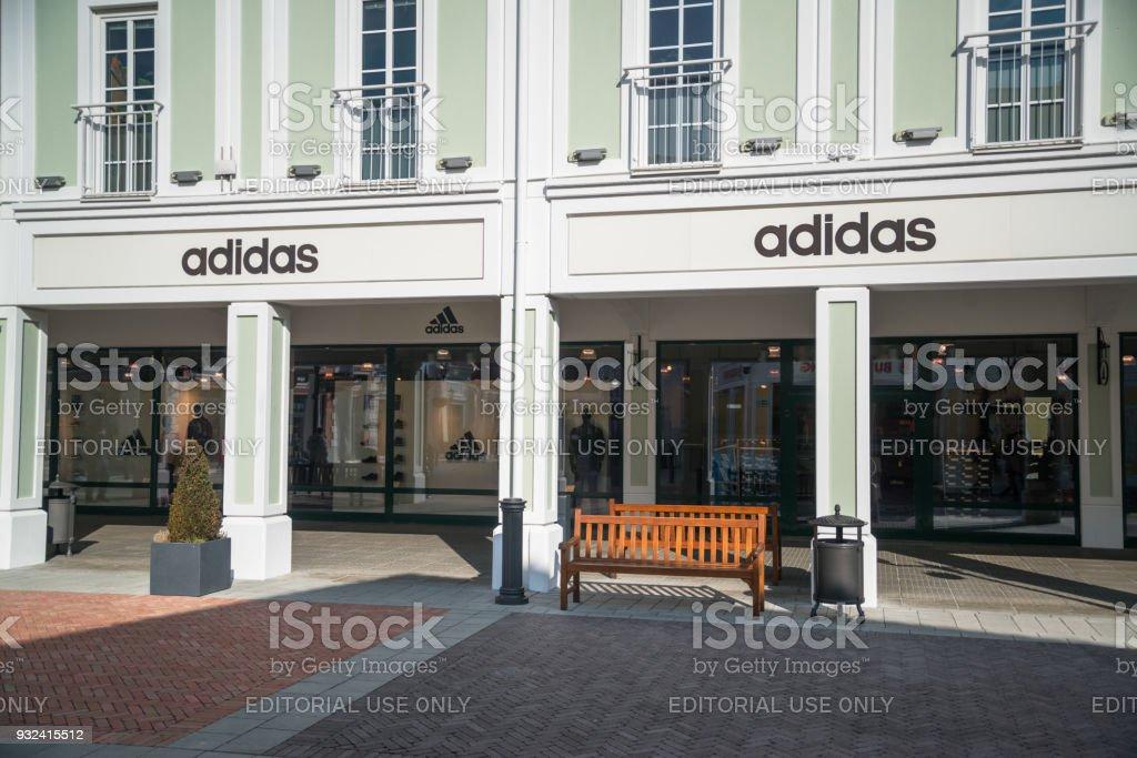 Adidas store - Lizenzfrei Accessoires Stock-Foto