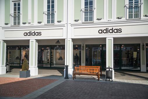Adidas Store Stockfoto und mehr Bilder von Accessoires