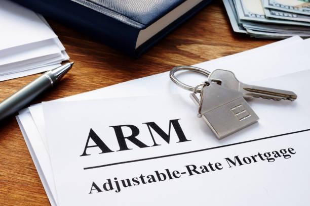 einstellbare rate hypothek arm papiere im büro. - verstellbar stock-fotos und bilder