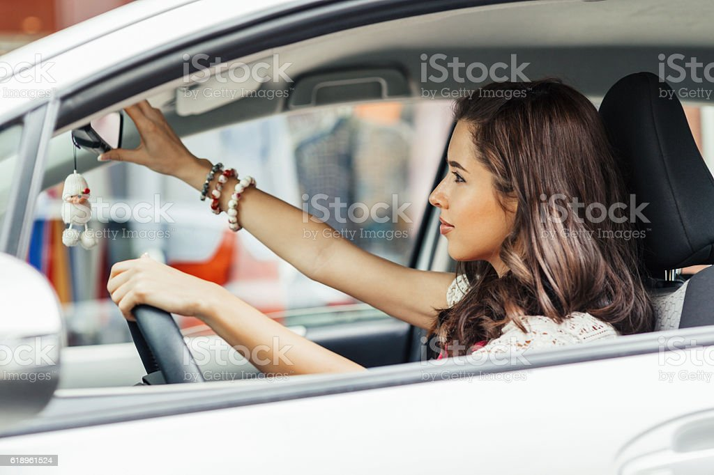 Adjusting rearview mirror - foto de acervo
