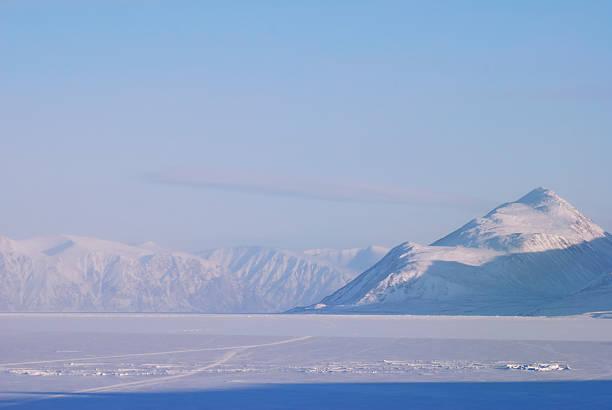 アドミラルティインレット、バフィン島です。 - ツンドラ ストックフォトと画像