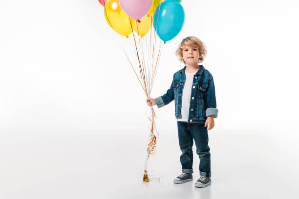 entzückende junge hält bündel von bunten luftballons, isoliert auf weiss - ballonhose stock-fotos und bilder