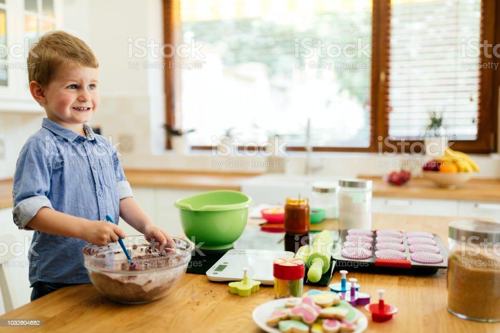 Süße Kind, die Kekse – Foto