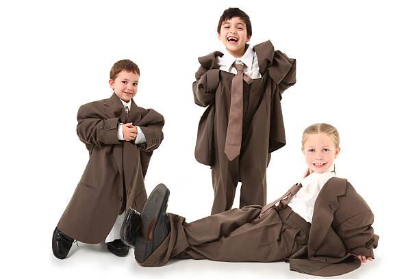 adorable kids in over sized suits - te groot stockfoto's en -beelden
