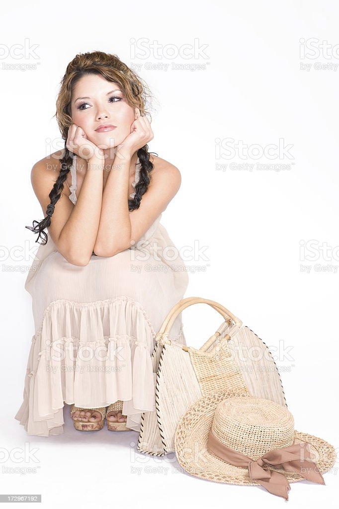 d24d7dd050 Encantadores Latina mujer joven modelo de moda en el vestido de verano