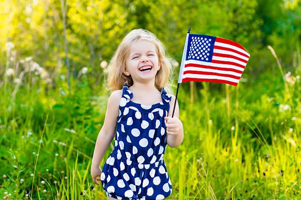 Baby Lachen Mädchen, die amerikanische Flagge und ihn – Foto