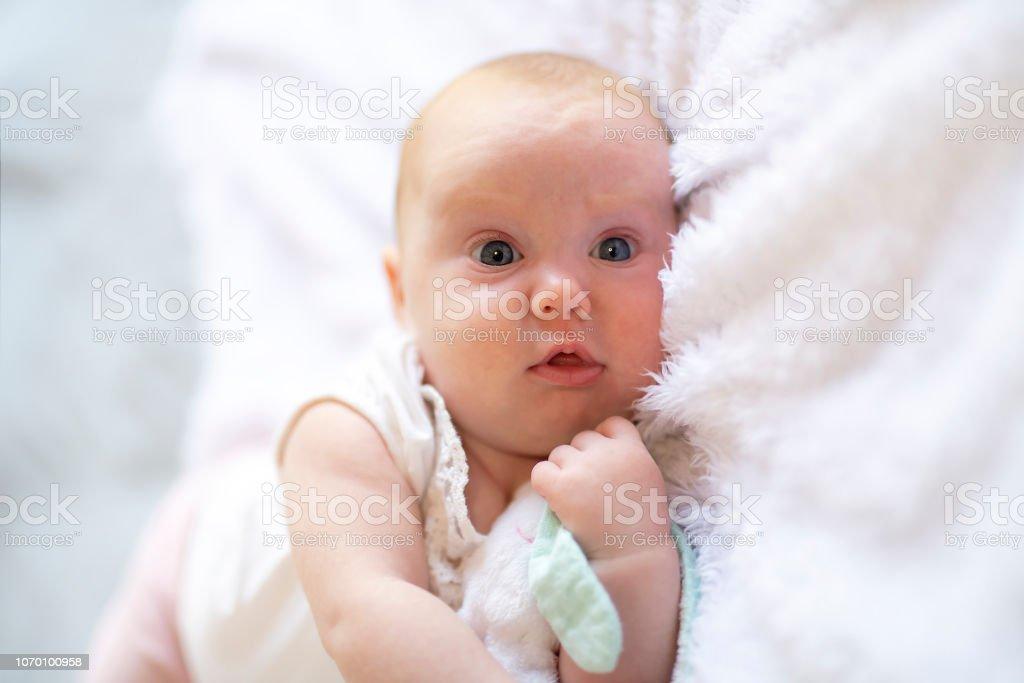 Photo libre de droit de adorable deux mois b b fille - Laver un bebe dans une douche ...