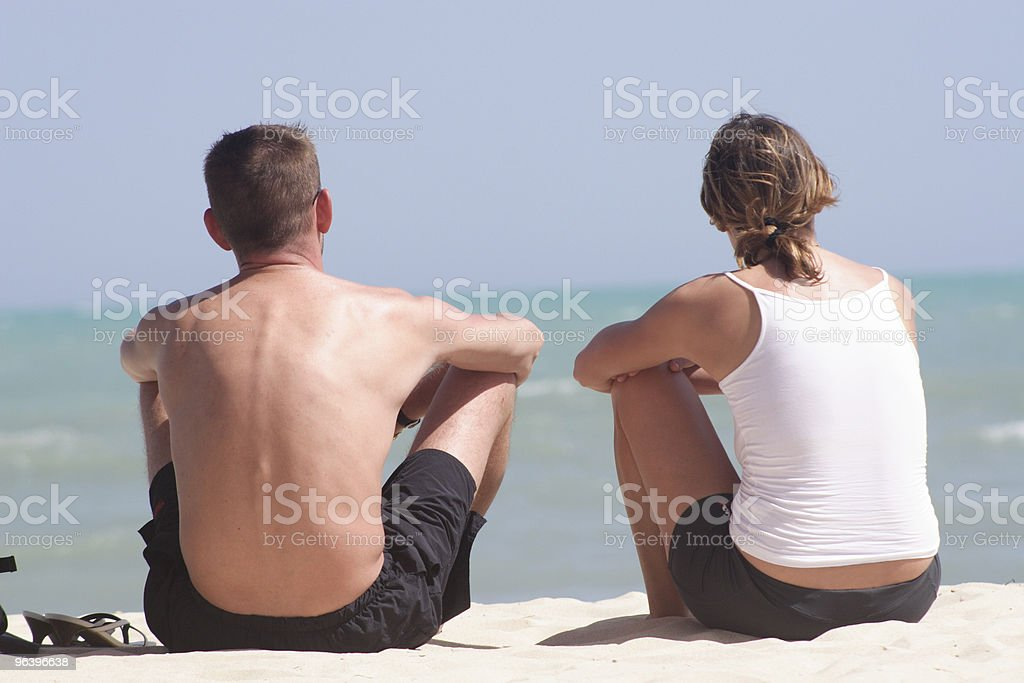 Adult couple sitting on the beach - Royalty-free Adult Stock Photo