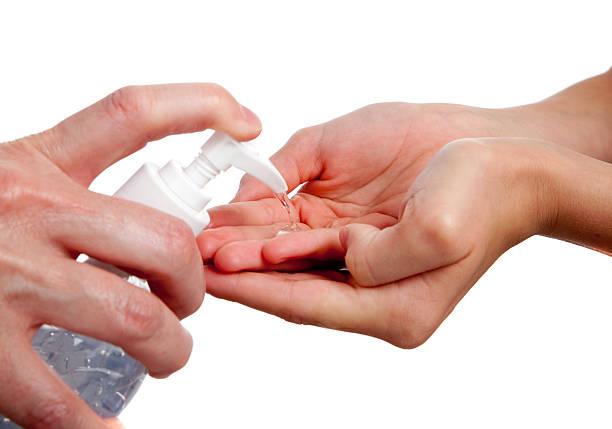adulto niño mano sanitizer que - hand sanitizer fotografías e imágenes de stock
