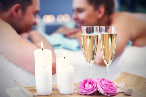Erwachsene glückliche Paar entspannen im Spa-Salon – Foto