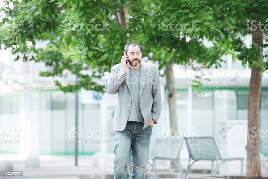 Adult man talking on the phone for work - foto stock