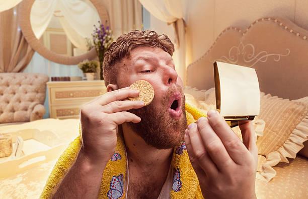erwachsener seltsamen mann, -pulver selbst - ausgefallene mode für mollige stock-fotos und bilder