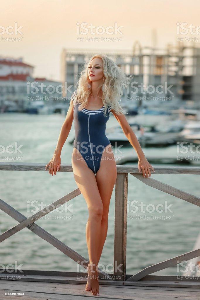 Frau perfekte figur Kurvenstar: SO