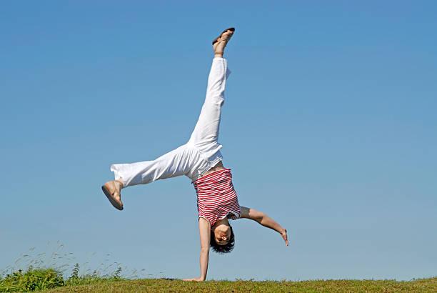 [Bild: adult-woman-doing-gymnastics-picture-id1...7Q21AWkwU=]