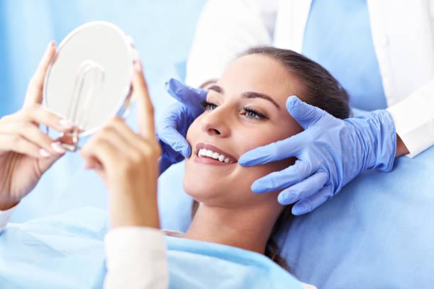 Yetişkin kadın ziyaret dişçi'nın sahip stok fotoğrafı