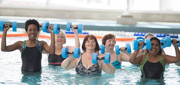 Erwachsene ein Wasser-Fitness-Kurse – Foto