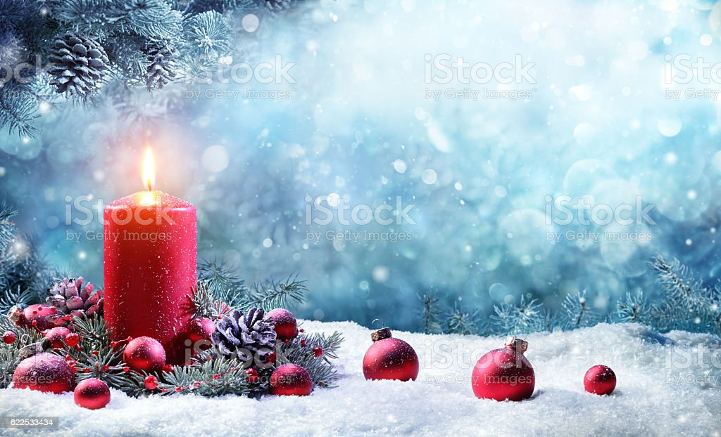 Advent Candle With Fir Branches Burning In Snowy Scene – Foto