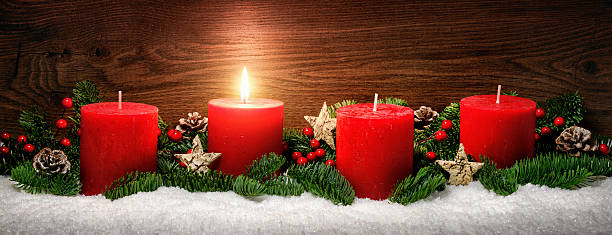 advent decoration with one burning candle - 降臨節 ストックフォトと画像